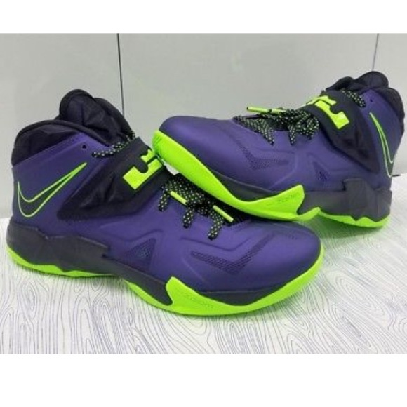 low priced a2e19 b05c7 Nike Zoom Soldier VII Lebron James Hightops 11. M 5bf441767386bc6a1d5231cf